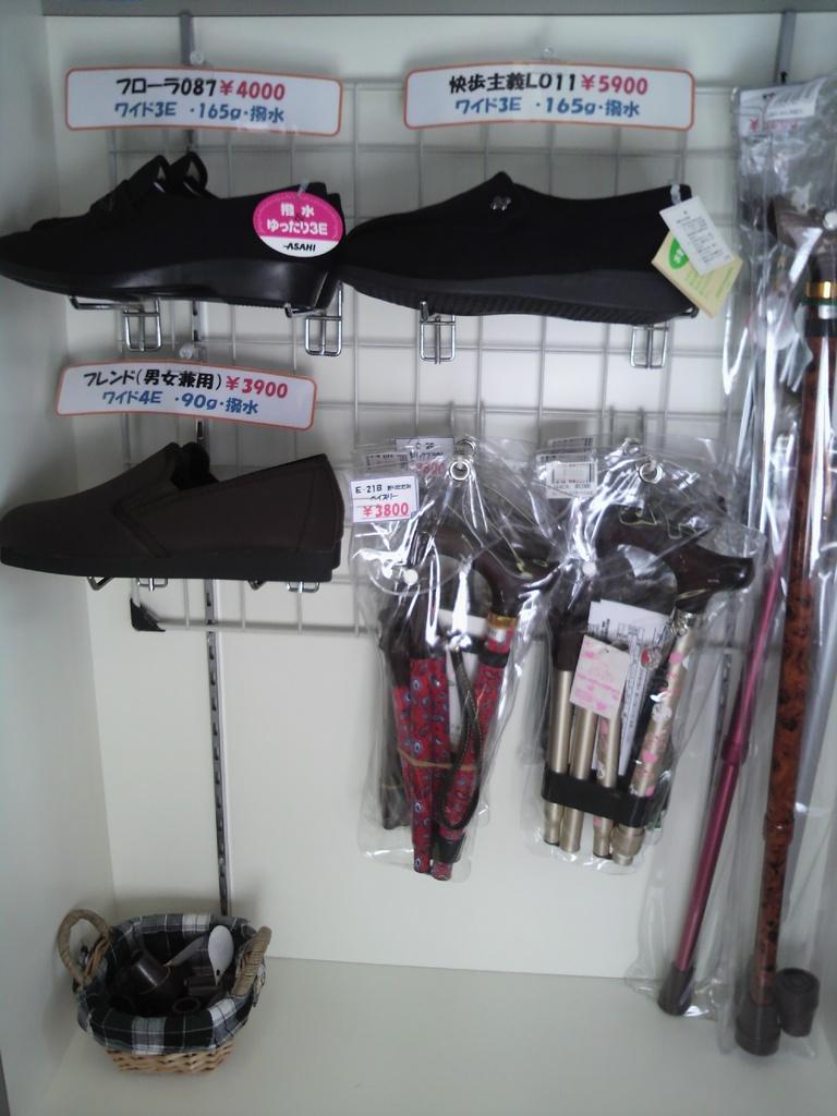 使いやすい靴や杖の取り扱いもございます