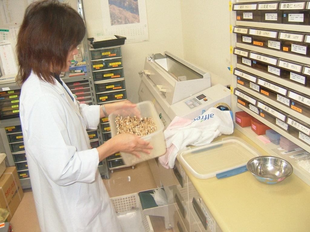 刻み漢方薬専門の調剤室